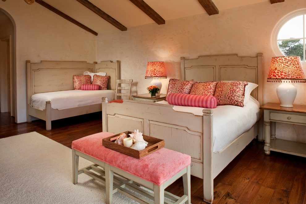 Image of: Twin Beds With Corner Table