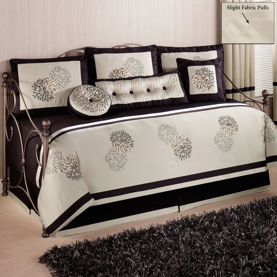 Image of: White Daybed Comforter Set 28 Image Daybed Bedding Romantic Interior French Country Bedding Sets