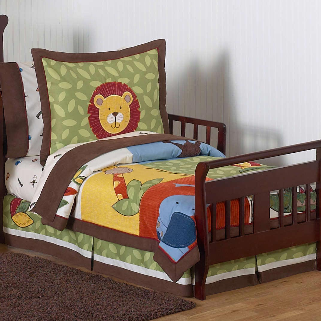 Image of: Ideas Toddler Bed Quilts for Boy