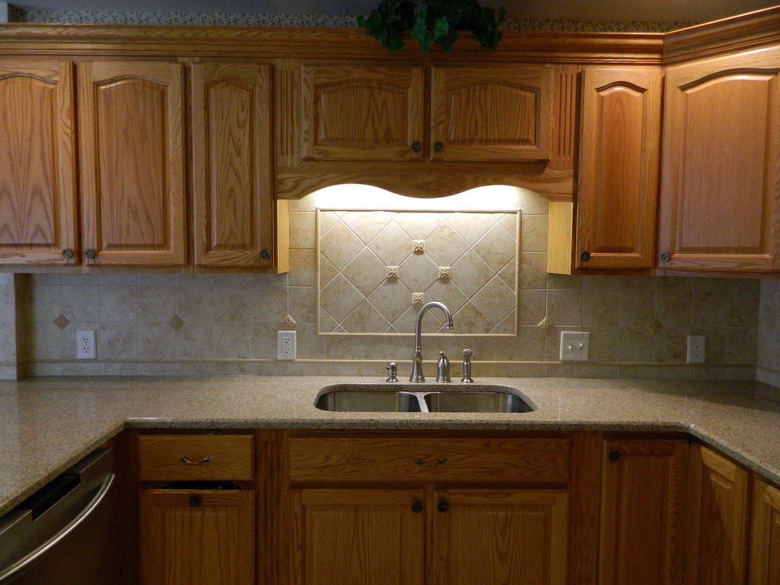 Image of: Awesome Granite Countertops With Oak Cabinets