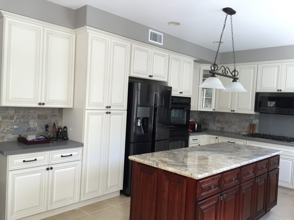 Image of: Beautiful Quartz Countertops With White Cabinets
