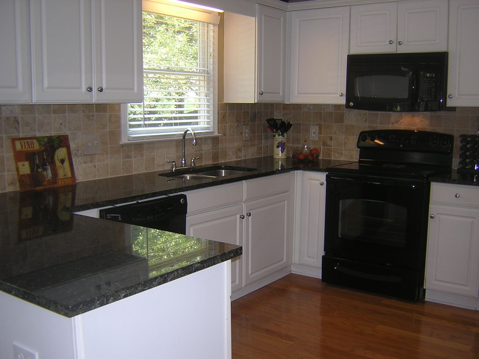 Image of: Best Laminate Countertops For White Cabinets