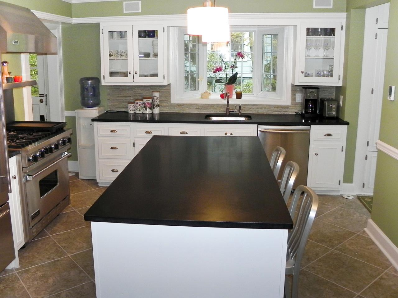Image of: Black Granite Countertops Kitchen Images