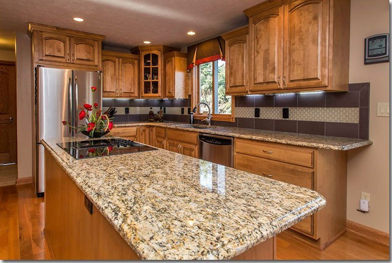Image of: Good Granite Countertops With Oak Cabinets