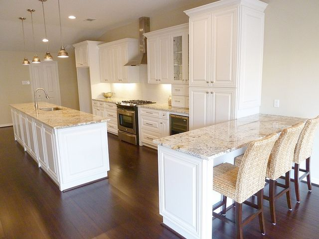 Image of: Granite Countertops With Off White Cabinets