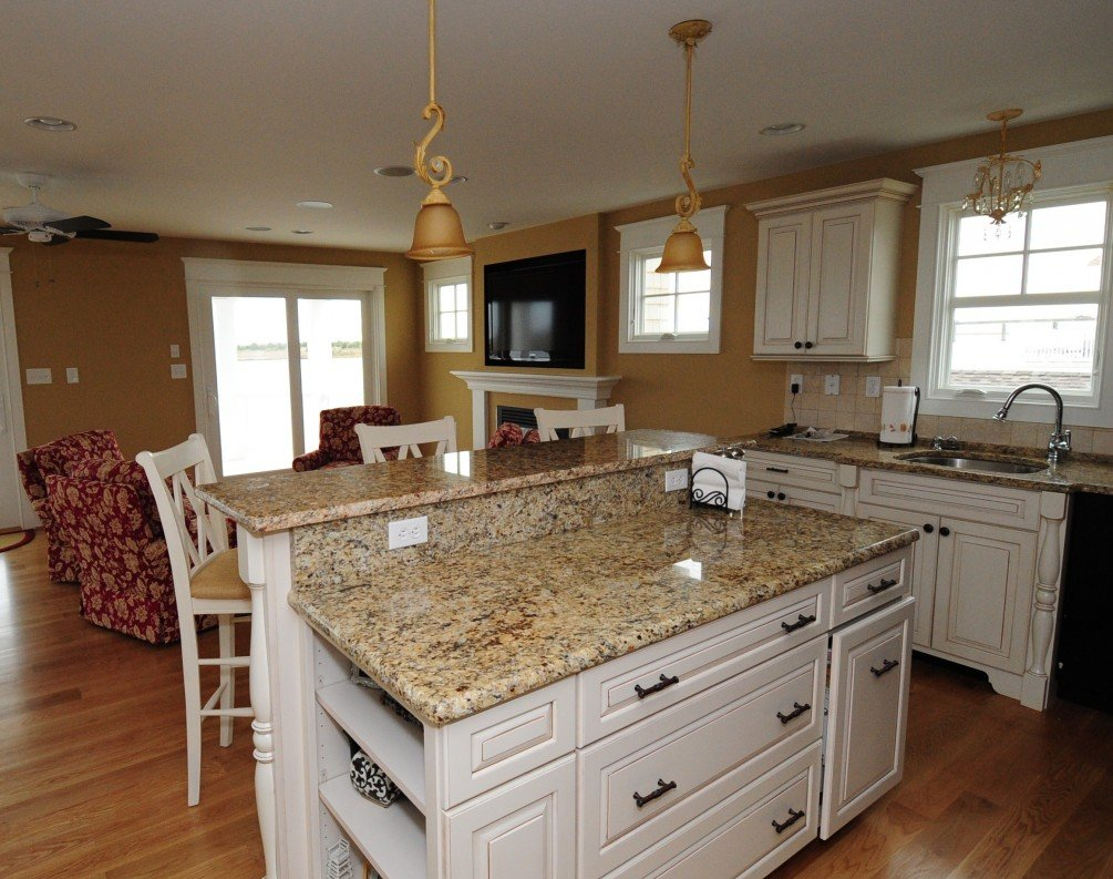 Image of: Granite That Goes With White Kitchen Cabinets