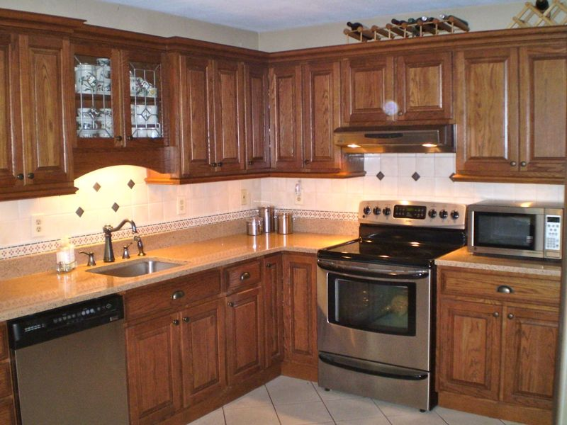 Image of: Great Granite Countertops With Oak Cabinets