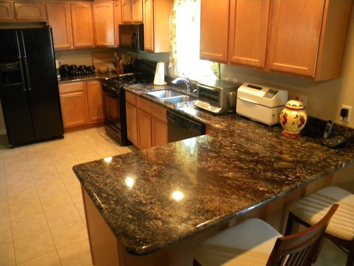 Image of: Light Granite Countertops With Oak Cabinets