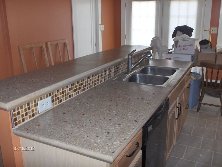 Image of: Poured Concrete Countertop Into Place