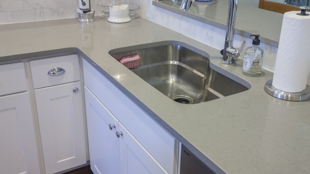 Sparkly Quartz Countertops For Kitchens
