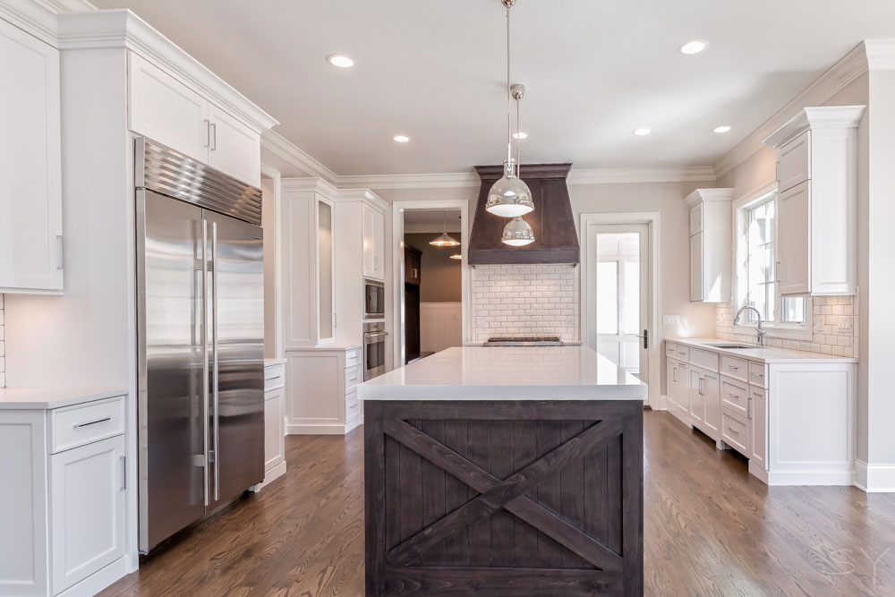 Image of: White Quartz Countertops With White Cabinets